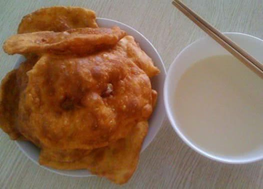 与朋友们分享朔州炸油饼的做法