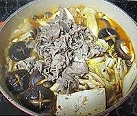 韩式鲜菌辣肥牛汤锅的做法图解5