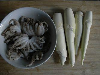 八爪鱼炒茭白的做法图解1