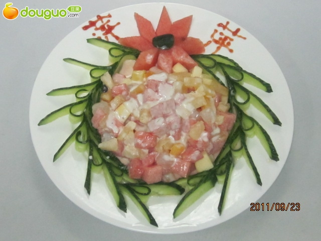 水果沙拉的制作步骤 1 水果切成小丁 2 沙拉酱白糖伴一下即可 举报